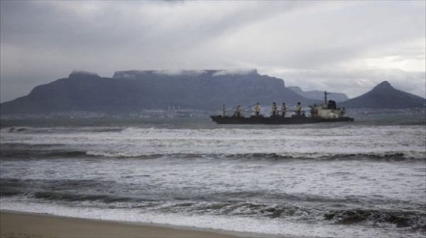 Oil spill in Cape Town