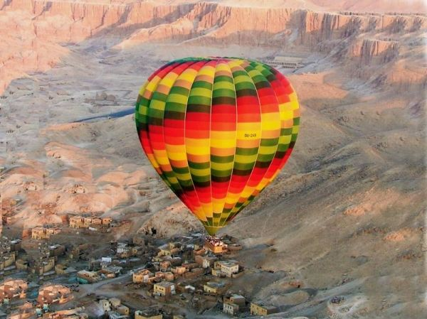 Major hot air balloon crash in Egypt
