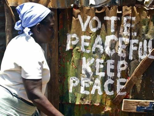 Kenyatta takes early lead in Kenyan elections