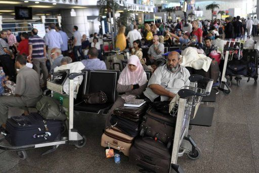Cairo airport to close at night