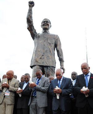 Cape Town plans Mandela statue