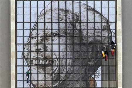 Giant Mandela portrait unveiled in Cape Town