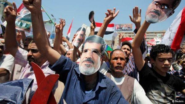 Cairo court bans Muslim Brotherhood
