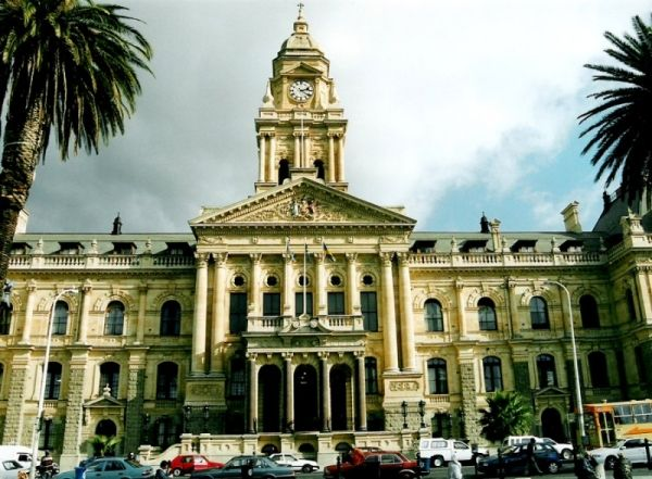 Cape Town's city hall needs renovation