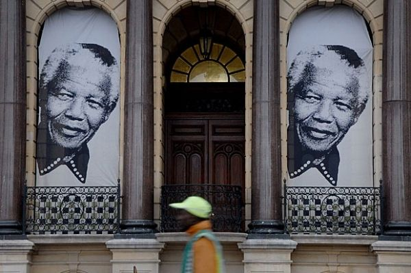 Cape Town commemorates Mandela