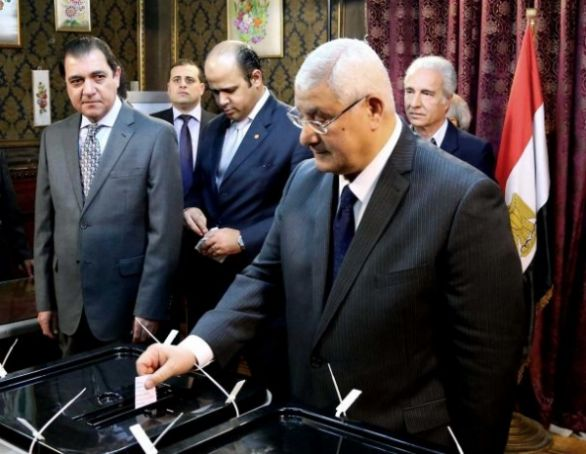 Egyptians vote to rewrite constitution