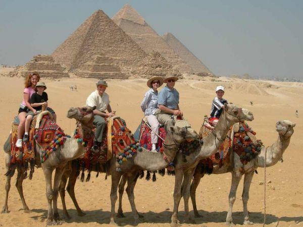 Egypt's tourism continues decline