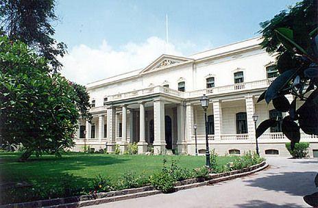 Britain and Canada close embassies in Cairo