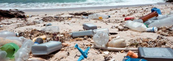 Mozambique combats beach litter