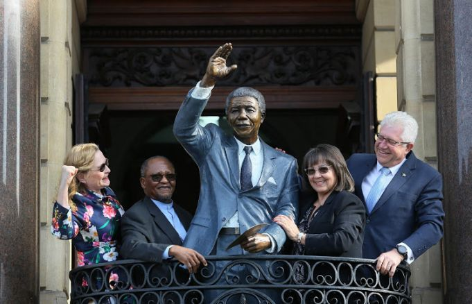 Nelson Mandela statue unveiled at Cape Town city hall