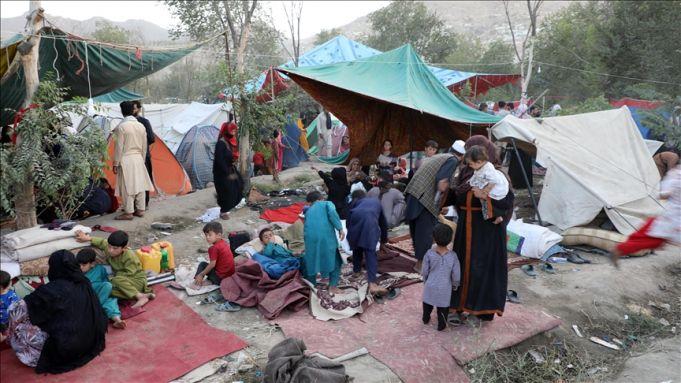 Afghan evacuees arrive in Africa