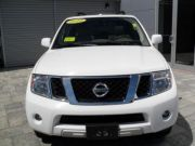 Selling 2010 Nissan Pathfinder LE  $13,000USD